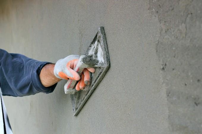 Cement op gevel aanbrengen