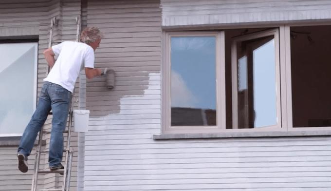 Gevel schilderen: Afwerkingslaag aanbrengen